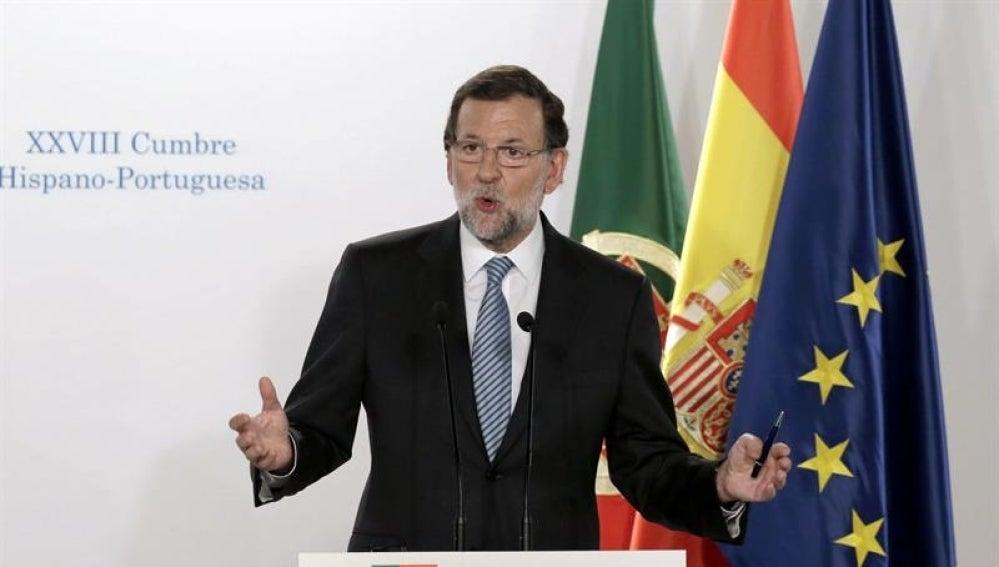 Mariano Rajoy en rueda de prensa en Baiona