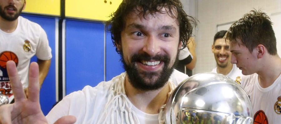 Sergio Llull celebra el título de Liga