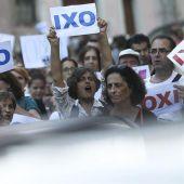 Los griegos deciden en referéndum el futuro de su país