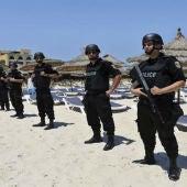 La policía vigila las playas del complejo turístico de Susa