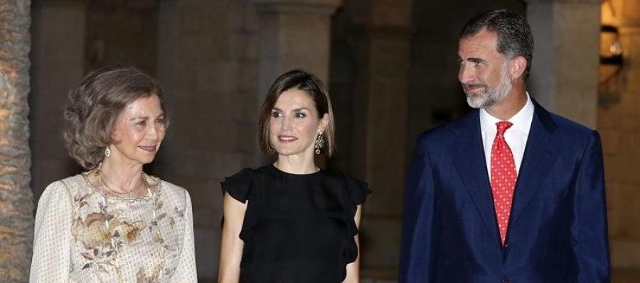 Los Reyes acompañados por Doña Sofía
