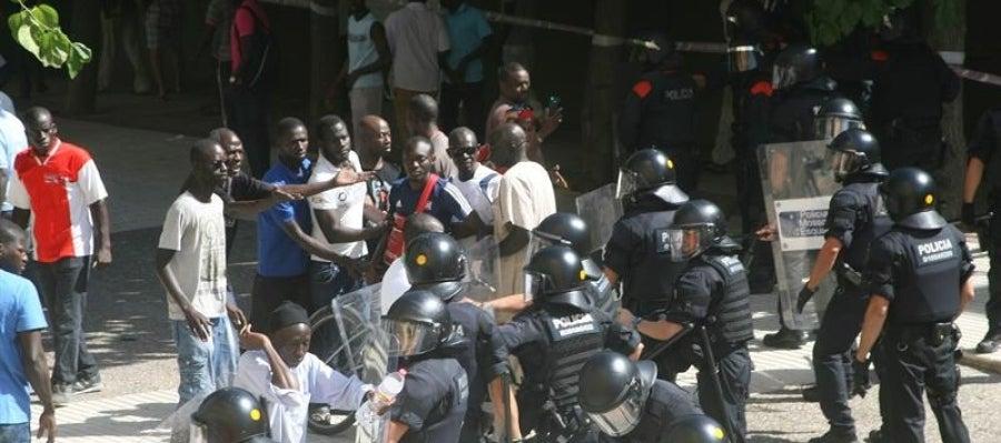 Disturbios entre los Mossos d'Esquadra y un grupo de senegaleses