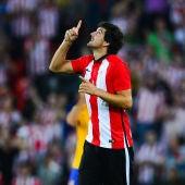 Mikel San Jose celebrando el primer gol