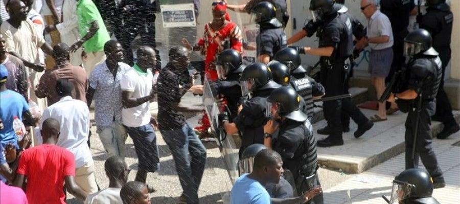 Momentos de tensión entre los Mossos y varios senegaleses en Salou