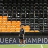 Nuno, durante el entrenamiento en Mestalla