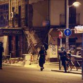 Bomberos en la zona del edificio derrumbado en Tetuán