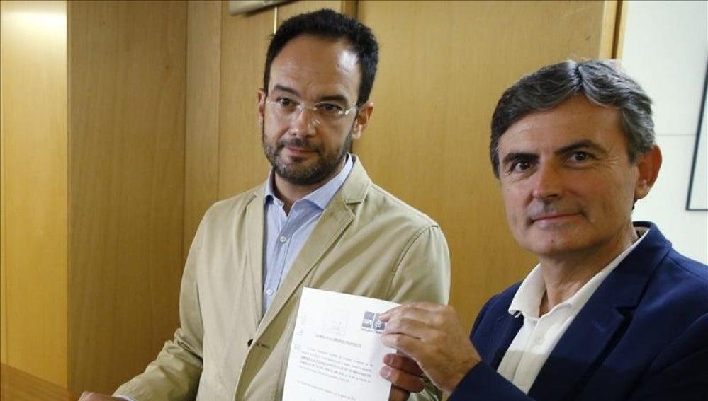 Antonio Hernando y Pedro Saura presentan la enmienda a la totalidad de los PGE