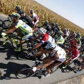 El pelotón, durante la quinta etapa de la Vuelta