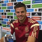Azpilicueta junto a Bartra en rueda de prensa