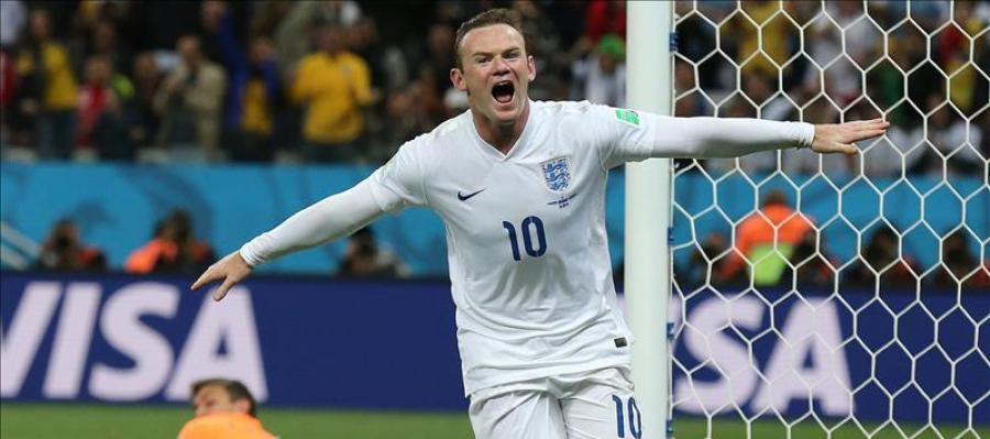 El delantero inglés Wayne Rooney celebra un gol