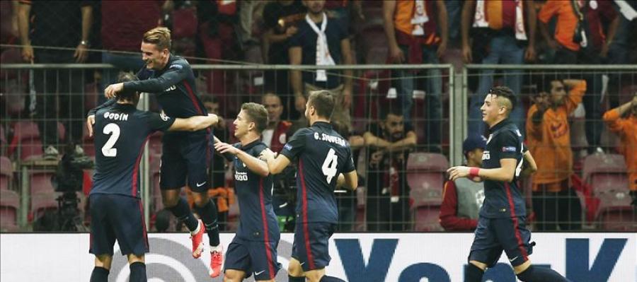 Los jugadores del Atlético celebran el gol de Griezmann ante el Galatasaray