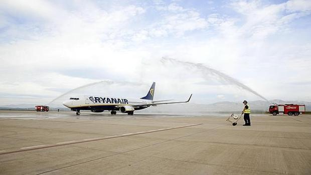 Aterriza el primer avión en el aeropuerto de Castellón