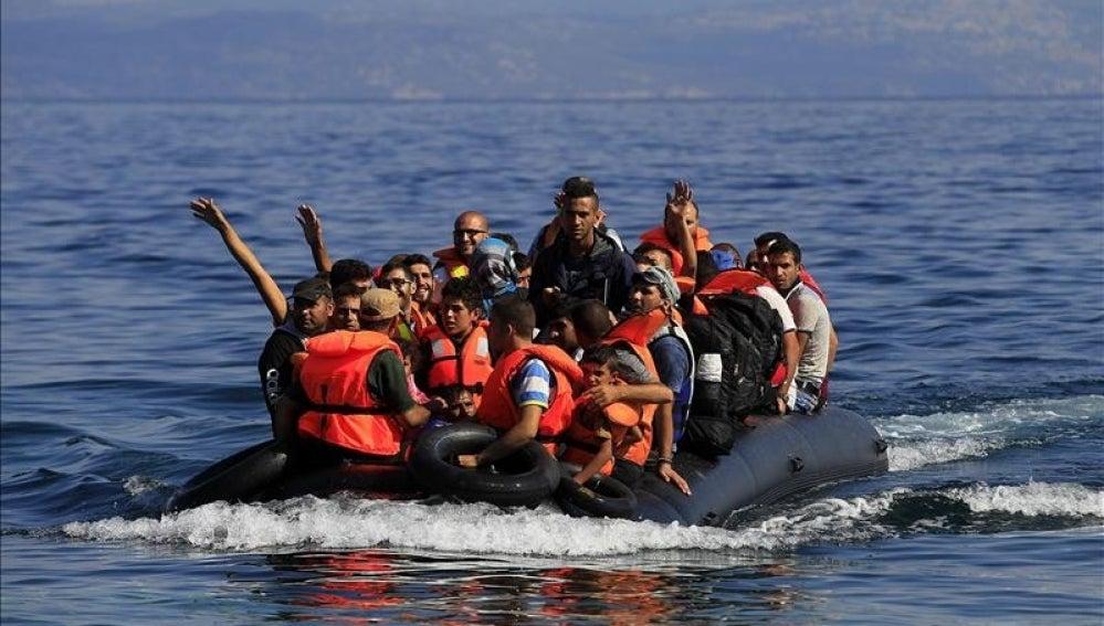 Regufiados a su llegada a la costa de Mytilini en la Isla de Lesbos (Grecia)