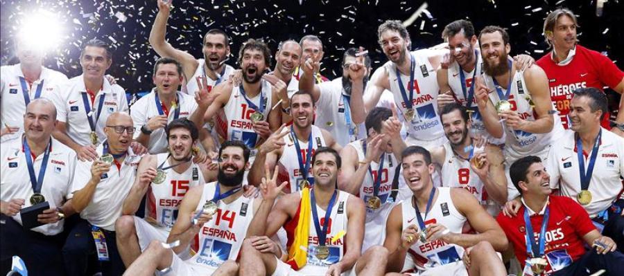 La selección celebra su triunfo en el Eurobasket 2015