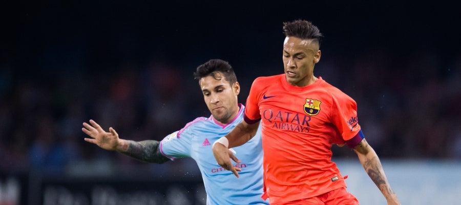Neymar regatea ante Hugo Mallo