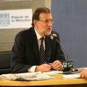 Momento de la entrevista de Carlos Alsina a Mariano Rajoy