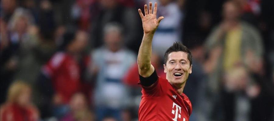 Lewandowski celebra uno de los cinco goles que consiguió con el Bayern