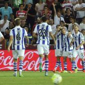 Los jugadores de la Real Sociedad celebran un gol ante el Granada