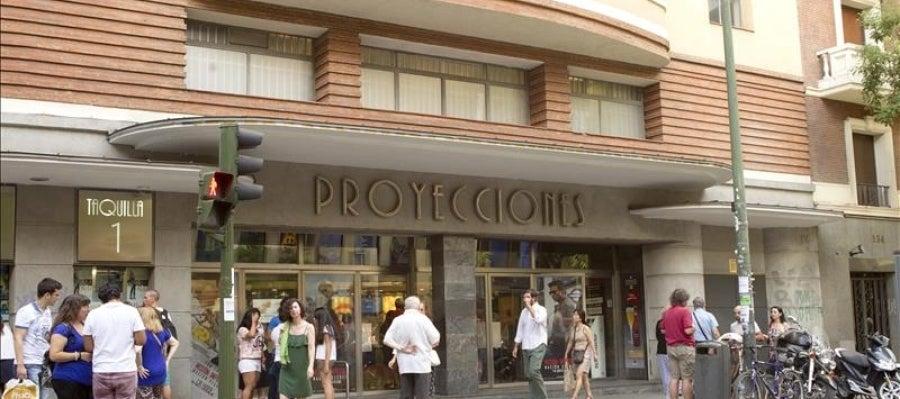 Fachada del cine Proyecciones de Cinesa en la calle Fuencarral de Madrid