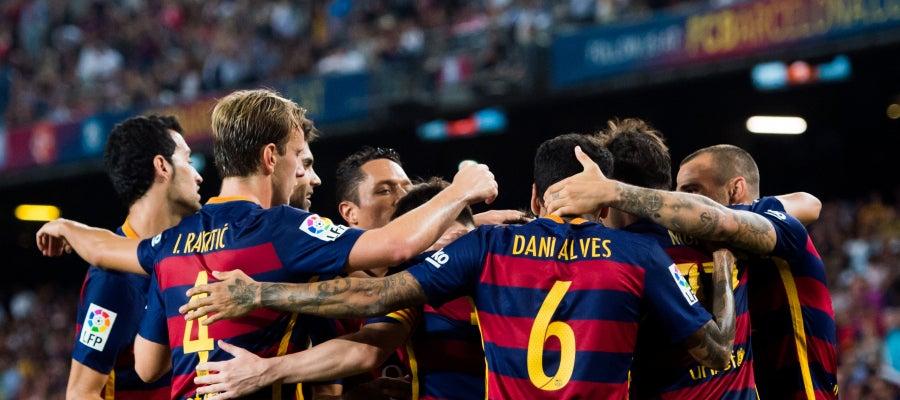 Los jugadores del F.C Barcelona formando una piña