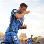 Álvaro Vázquez celebra un gol en el Coliseum Alfonso Pérez