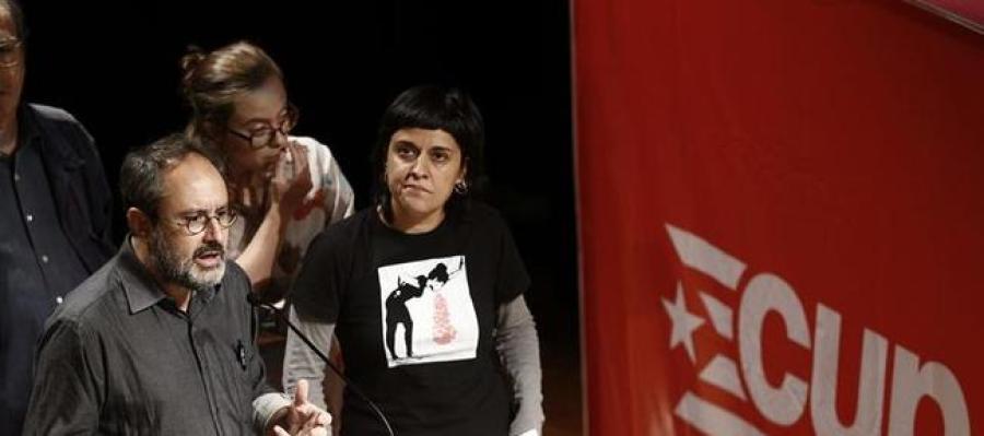 Antonio Baños junto a Anna Gabriel