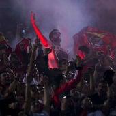Aficionados del Benfica, durante el partido contra el Atlético de Madrid
