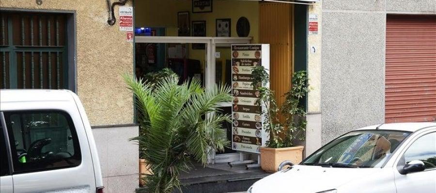 Entrada del bar donde fue asesinada una mujer de 36 años en Tenerife