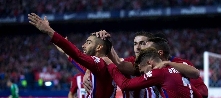 Los jugadores del Atlético de Madrid celebran el gol de Yannick Carrasco al Valencia