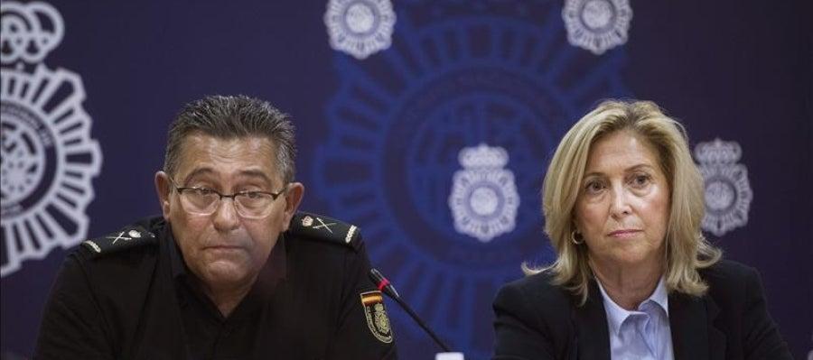 La delegada del Gobierno en Madrid, Concepción Dancausa, acompañada por el jefe superior de Policía
