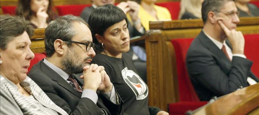 Pactan iniciar un proceso de república catalana.