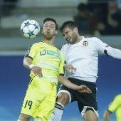 Barragán disputa una pelota ante el Gante