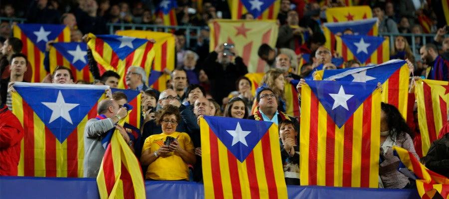 Esteladas durante el partido de la Liga de Campeones entre el Barcelona - BATE
