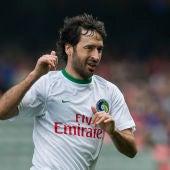 Raúl celebra un gol con el New York Cosmos