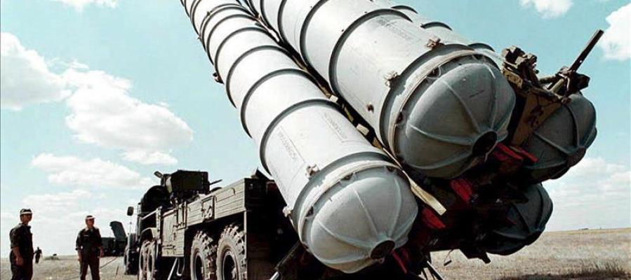Fotografía de archivo tomada en 1996 que muestra misiles antiaéreos rusos S-300