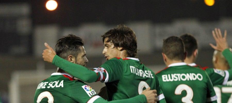 Los jugadores del Athletic celebran su victoria contra el Linense
