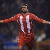 El jugador del Sevilla, Vicente Iborra, celebra un gol frente al Deportivo
