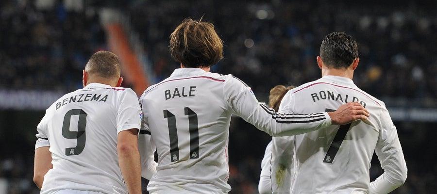 Benzema, Bale y Cristiano celebran un gol con el Real Madrid