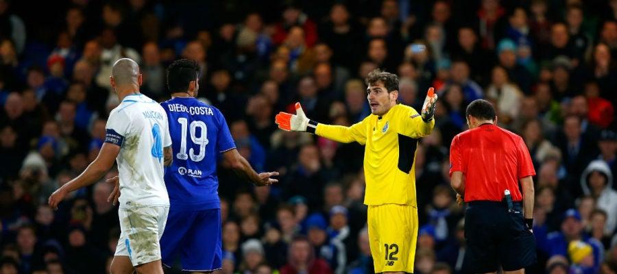 Casillas pide explicaciones a Diego Costa tras una jugada
