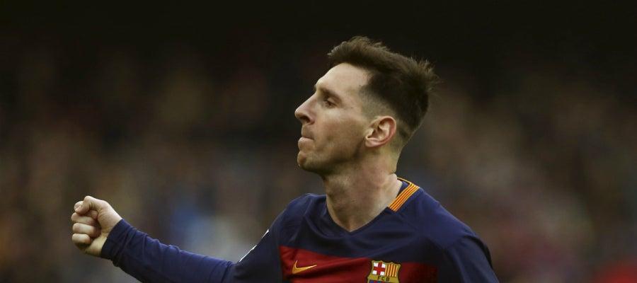 Leo Messi celebra su golazo de falta contra el Deportivo de la Coruña