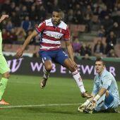 El delantero del Granada Youssef El-Arabi marca su gol, segundo del equipo frente al Getafe
