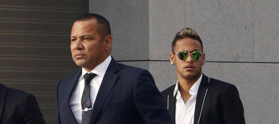 Neymar y su padre, a su llegada a la Audiencia Nacional