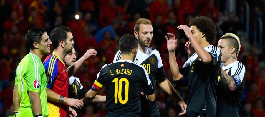 Hazard celebra un triunfo de Bélgica con sus compañeros