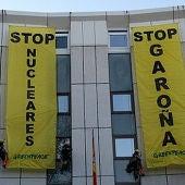 Pancartas de Greenpeace contra la reapertura de Garoña