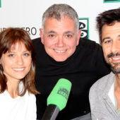 Michelle Jenner y Hugo Silva junto a Juan Ramón Lucas