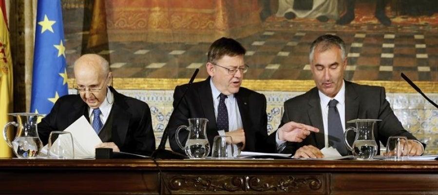 El president de la Generalitat, Ximo Puig, junto al profesor Santiago Grisolía y Emilio San Pio