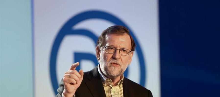 El presidente del PP y del Gobierno en funciones, Mariano Rajoy, durante su intervención en la clausura de un acto con alcaldes y afiliados del partido en Salamanca, un día después de que el Congreso haya rechazado la investidura del socialista Pedro Sánchez.