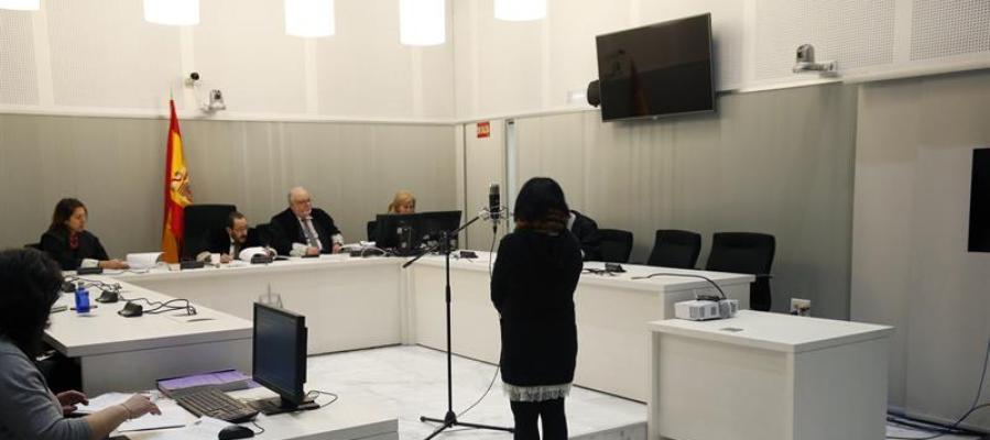 La mujer acusada de enaltecimiento del terrorismo declarando en la Audiencia Nacional