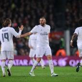 Benzema celebra un gol ante el Barça