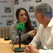 Candela Peña con Juan Ramón Lucas durante la última pregunta